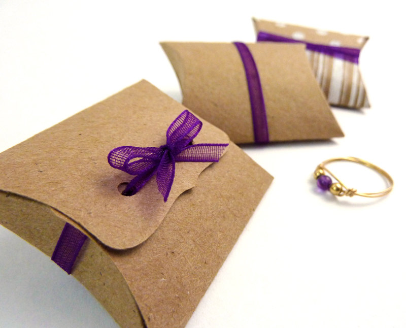 Recycle kraft paper pillow gift box design/pillow boxes template in EECA