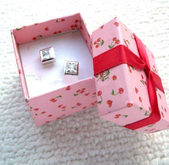 Square gift box Small Fashion Paper Jewelry Boxes for Rings and Earings Wholesale