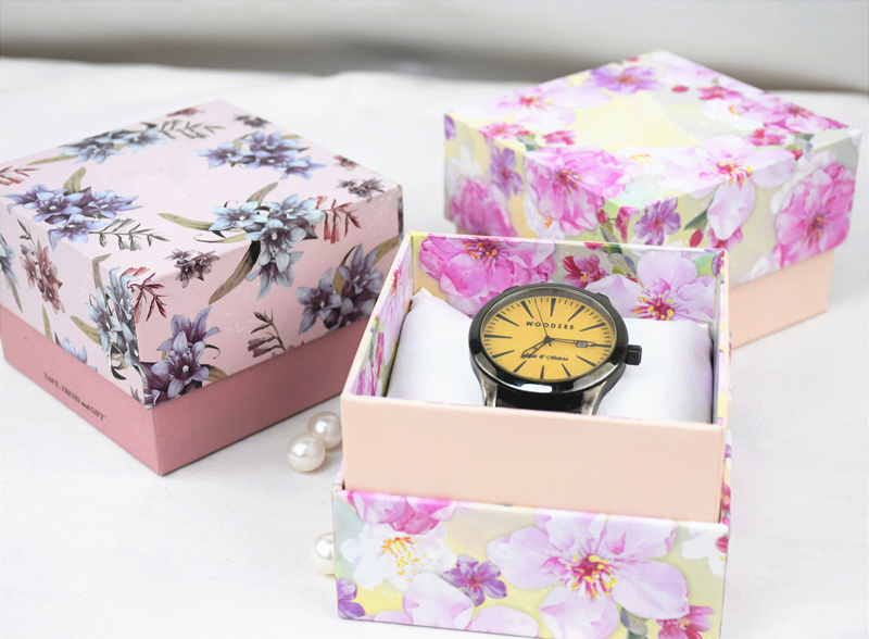Custom new style pink watches box with pillow for women wholesale in EECA